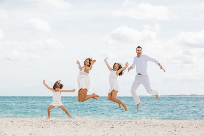 Photographer in Cancun Family Photos at the beach